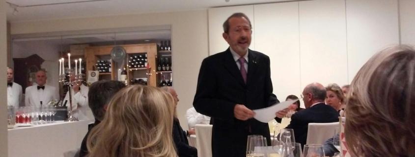 Il presidente di Piccoli Punti Paolo Castorina introduce la serata